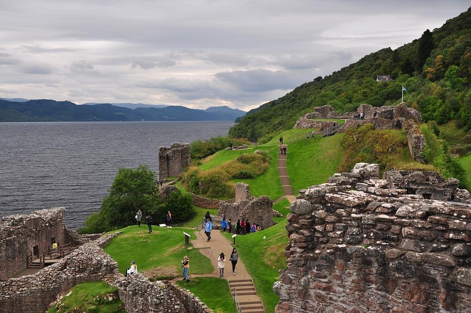 Urquhart Castle sportieve zomervakantie