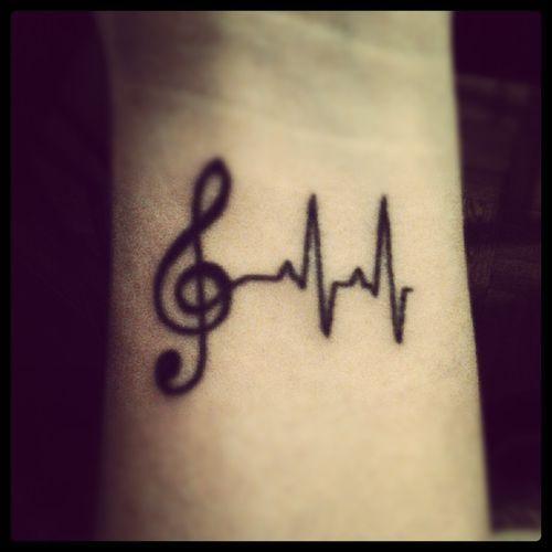 Muziek tattoo onderarm