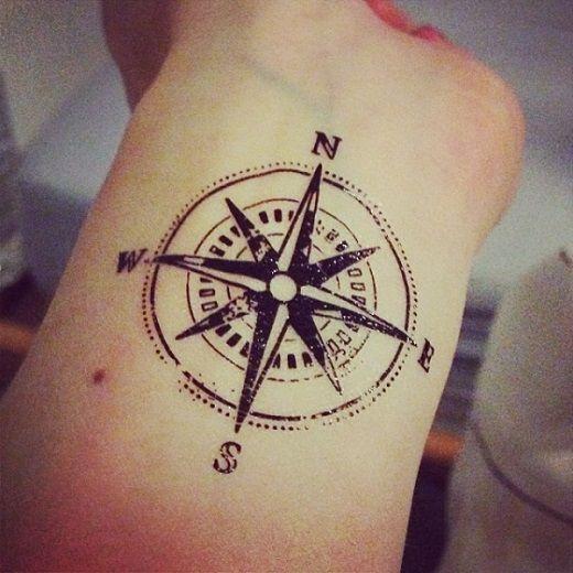 Tattoo kompas onderarm