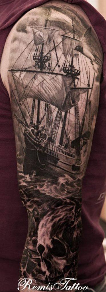 tattoo schip bovenarm