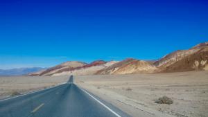 Death Valley speeding roadtrip in Amerika