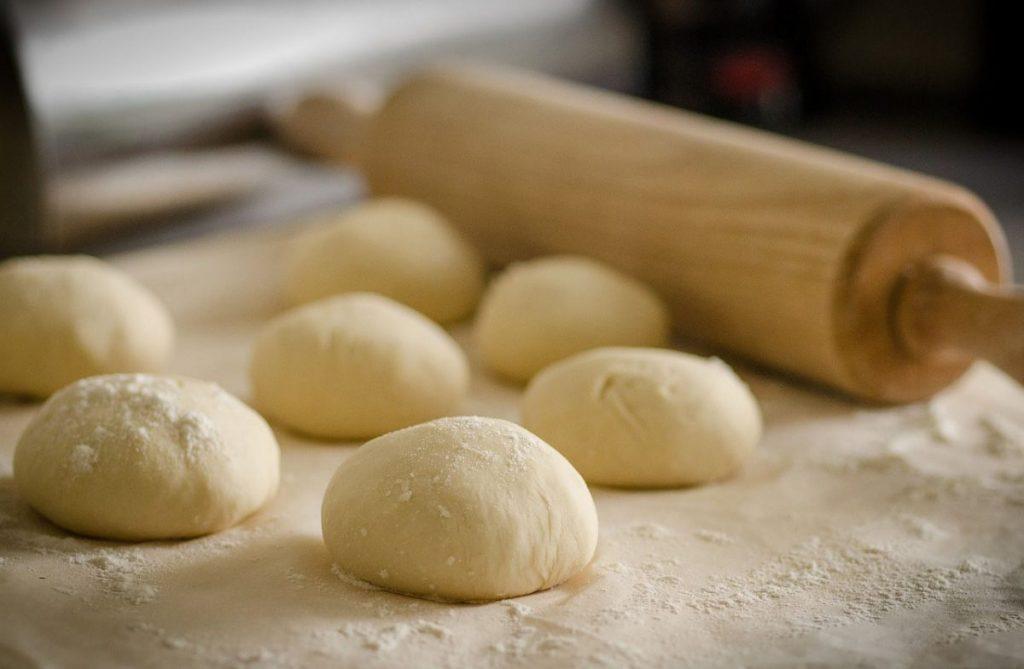 zelf-pizza-maken-deegballen