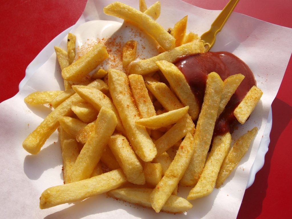 snack na uitgaan patat