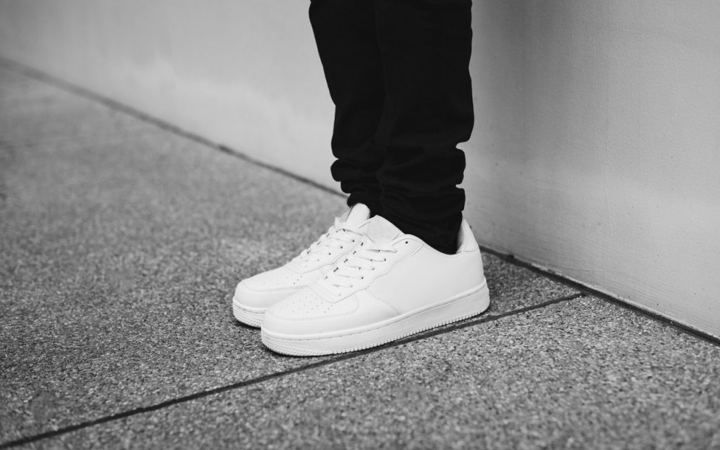 witte sneakers 2