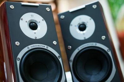 Ga jij voor actieve of passieve speakers, bedraad of draadloos en wil je muziek kunnen streamen?