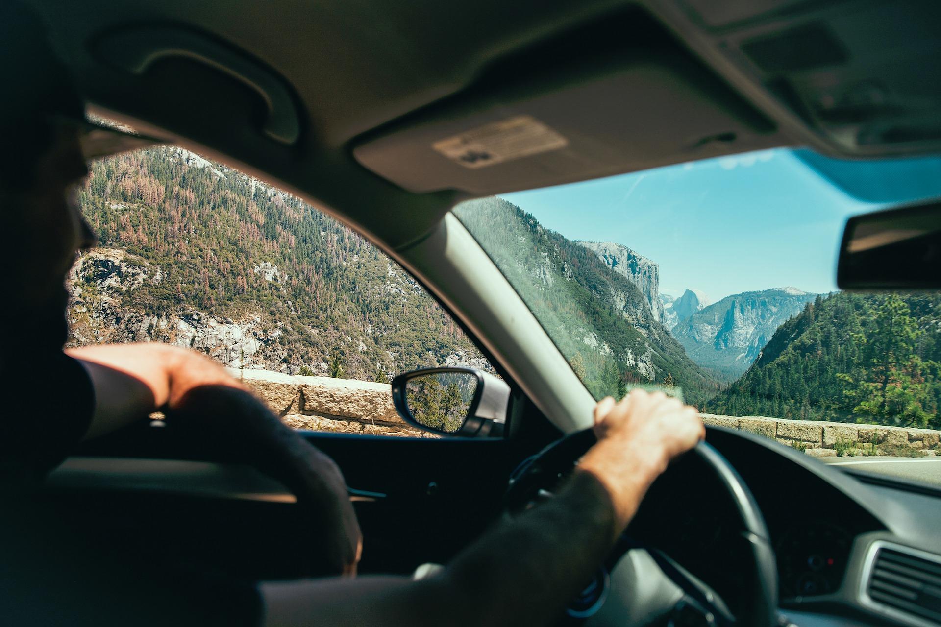 Reizen met de auto geeft een hoop vrijheid, maar een goede voorbereiding is belangrijk.