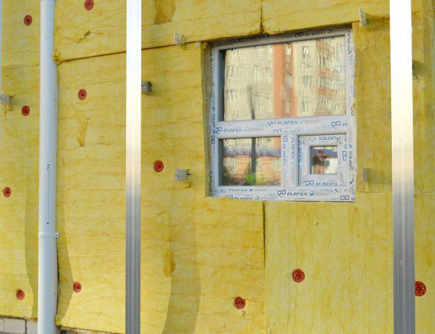 Het isoleren van je spouwmuren en je dak levert veel winst op bij het beperken van warmteverlies.