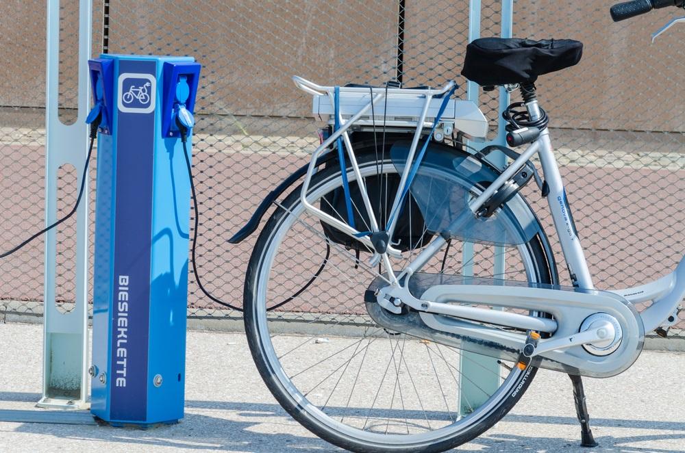 Naast meer laadpunten zijn er ook steeds meer snelfietspaden voor de e-bike.